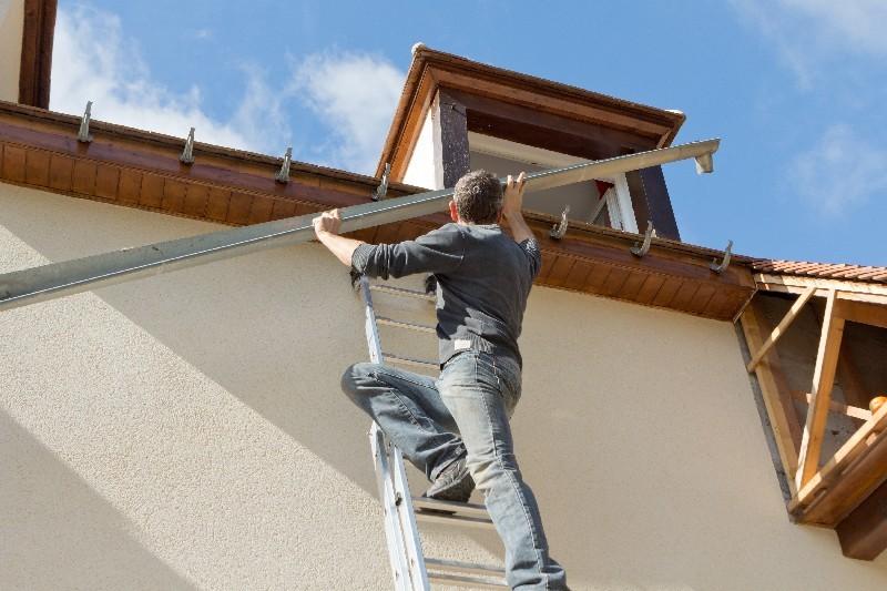 réparer une gouttière en zinc à Saint-Pierre à La Réunion 974 | Réunion Toiture